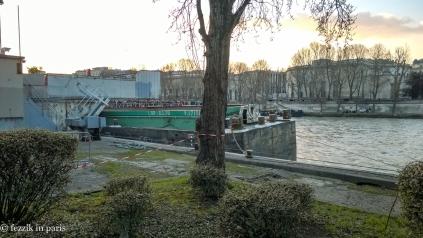 A non-Fezzik barge.