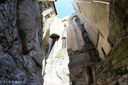 A passage on the south side of the Palais des Papes.