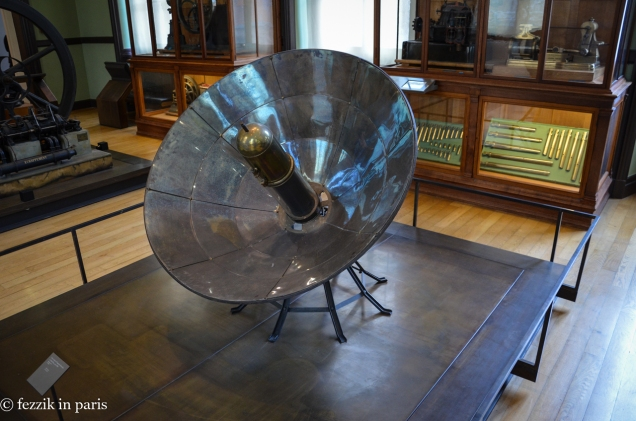 An early satellite? No, that's an early solar cooker.