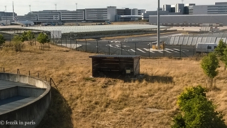 Something we'd never noticed at CDG: autonomous lawnmowers (read: sheep).