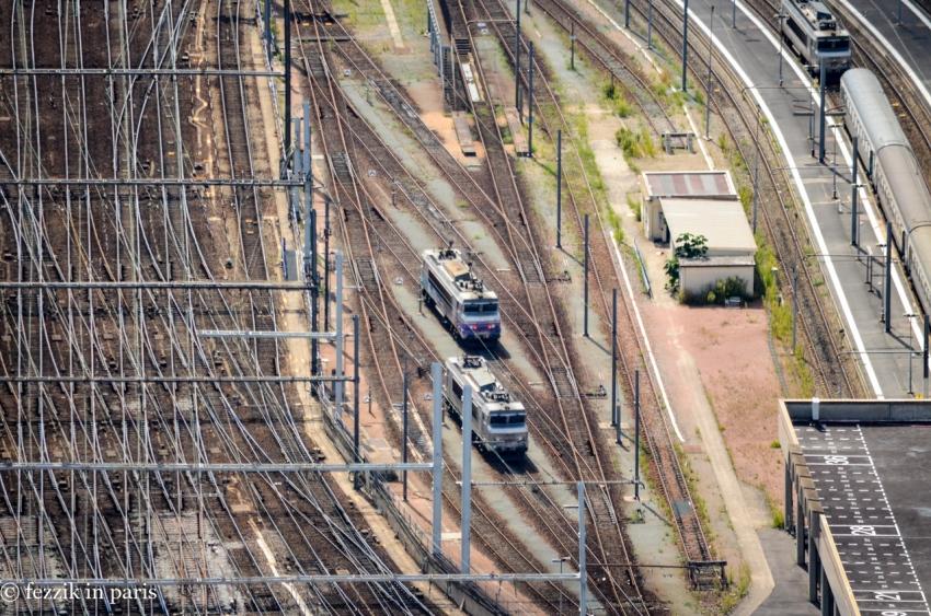 A shot of the gare's railyard.
