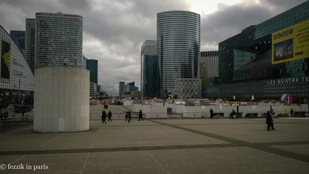 Apropos of jack shit, here's a picture of La Défense; they're starting to assemble the Christmas village that will inhabit the parvis through the end of December.