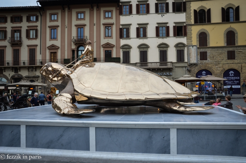 As I didn't see it anywhere else, I think this turtle is sitting on the plaque that denotes where Savonarola was burned.
