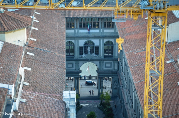 Uffizi's courtyard as seen from the previously-photographed tower.