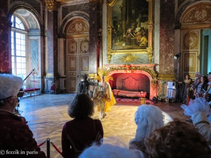 A baroque dance demonstration in le salon d'Hercule.