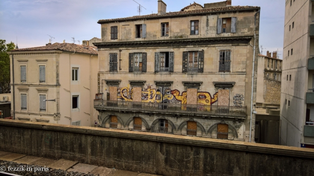 This is a lovely (former) hotel located just across from the Nîmes railway station. What does that sign say...?