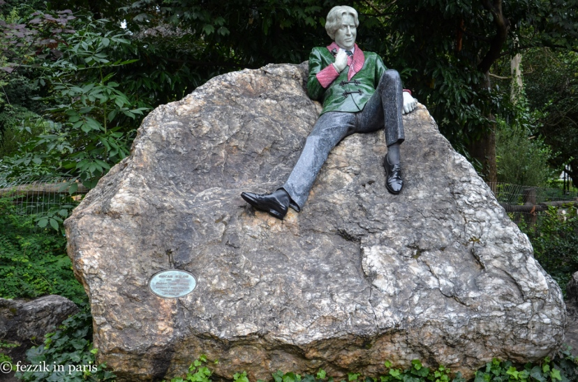 Oscar Wilde, looking fabulous and smug.