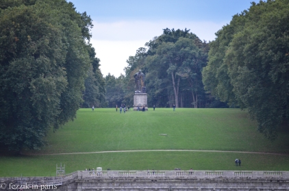 The far end of the garden hosts the statue of Hercule.