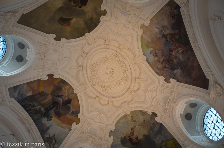 Le palais has a nice ceiling.