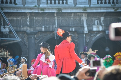 A public costume contest takes place on the piazza.