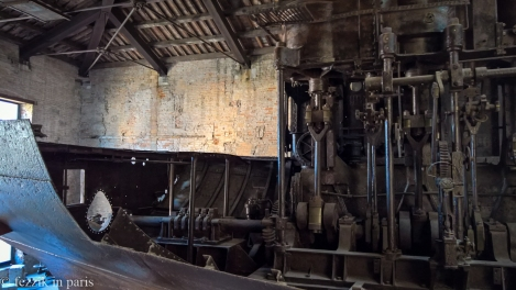 Mechanical bullshit of the finest kind: a bisected boiler and a steam engine.
