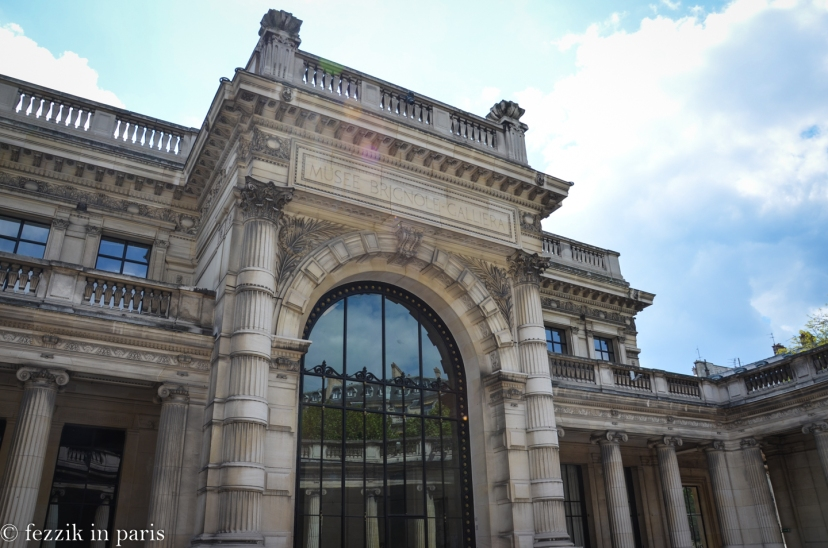 The outside of musée Galliera is imposing.