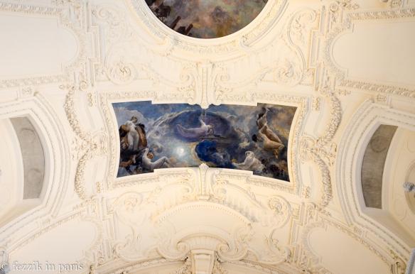 The palais has some nice ceilings.