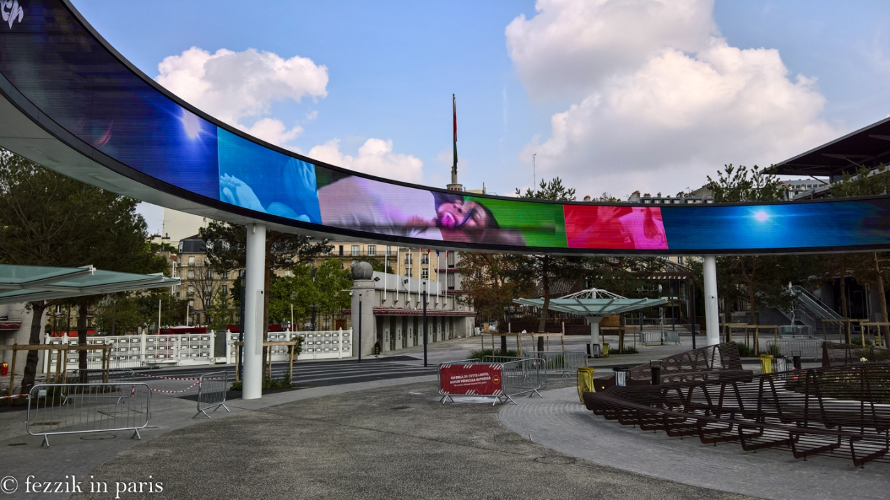 Porte de Versailles has a new, circular LED screen; said screen is cool.
