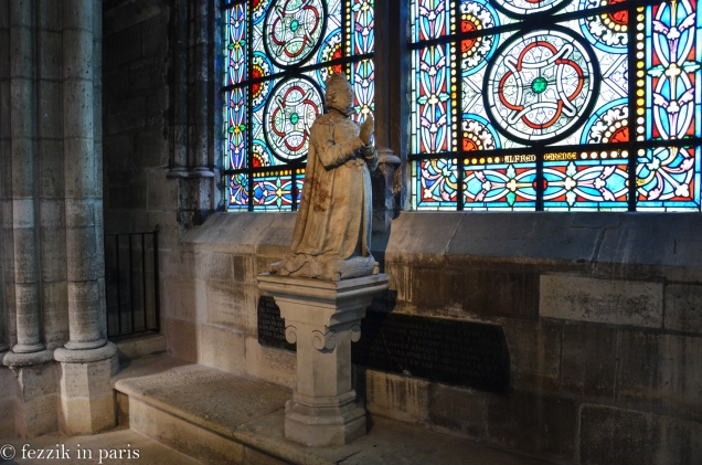 Marie de Bourbon Vendôme, in front of an epitaph.