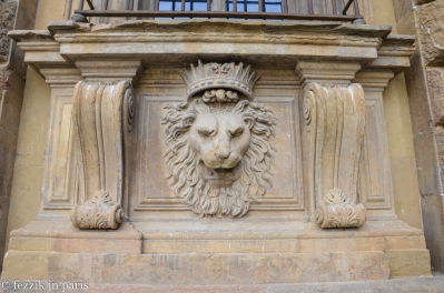Moving on to Firenze, we find another noble lion on the façade of the Palazzo Pitti.